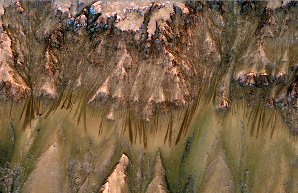 Gros plan sur ce flanc Nord du cratère Newton (41,6 ° lat. Sud, 202,3 long.), Mars
