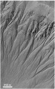 Observation de ravines martiennes récentes publiée en 2000