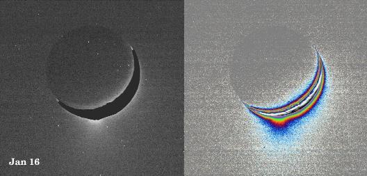 Image de janvier 2005, brute et traitée, montrant des émissions de givre au-dessus du pôle Sud d'Encelade