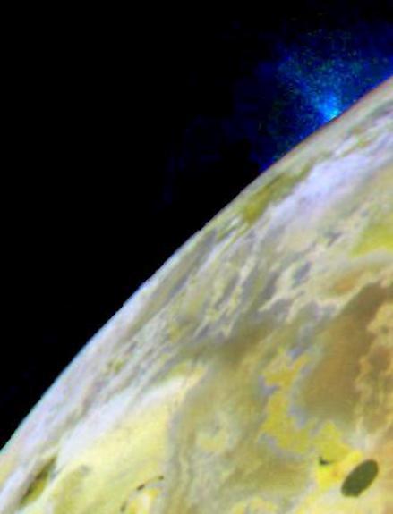 Mission Galiléo, image d'un panache éruptif gazeux sur Io, satellite de Jupiter