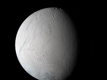 Vue générale d'Encelade prise le 9 mars 2005