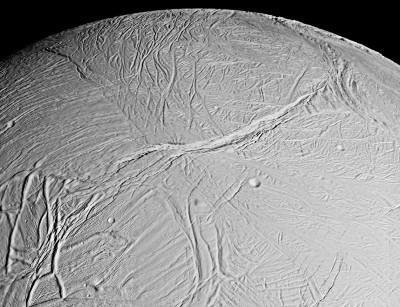 Vue de détail d'Encelade prise le 17 février 2005