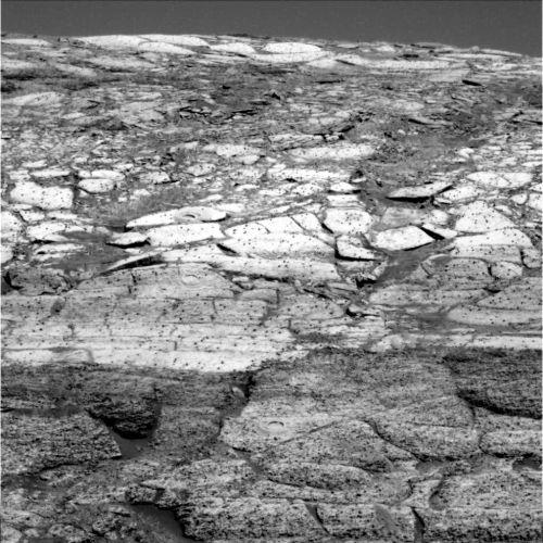 Vue de la bordure du cratère Endurance prise par Opportunity à mi-pente