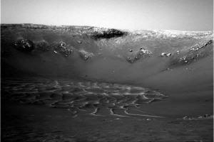 Vue grand angle du fond du cratère Endurance et de ses dunes