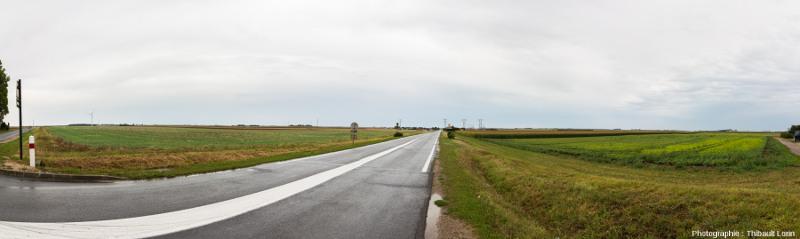La Beauce, grande plaine agricole française, est une région plate qui doit sa fertilité au dépôt massif de lœss pendant la dernière glaciation du Würm