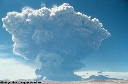 Panache plinien du Lascar (Chili) émis le 19 avril 1993 lors de l'explosion de 11h50 (4/4)