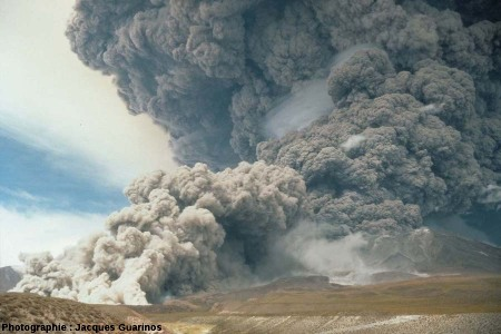 Fin de la progression des nuées ardentes: Lascar (Chili),19 avril 1993, explosion de 13h15 (1/2)