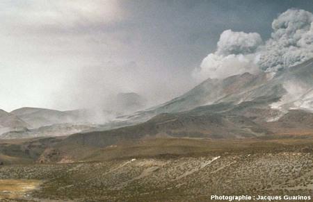 Progression de nuées ardentes: Lascar (Chili),19 avril 1993, explosion de 13h15 (1/11)