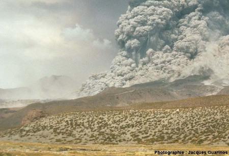 Fin de la progression des nuées ardentes: Lascar (Chili),19 avril 1993, explosion de 13h15 (2/11)