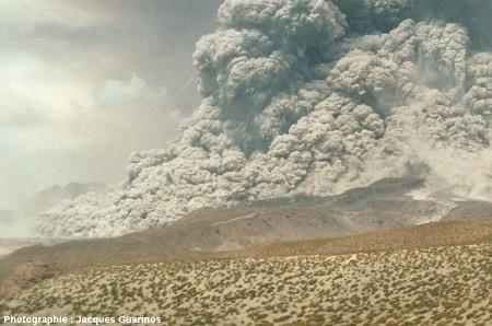 Fin de la progression des nuées ardentes: Lascar (Chili),19 avril 1993, explosion de 13h15 (3/11)