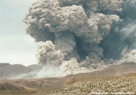 Fin de la progression des nuées ardentes: Lascar (Chili),19 avril 1993, explosion de 13h15 (4/11)