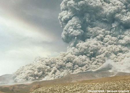 Fin de la progression des nuées ardentes: Lascar (Chili),19 avril 1993, explosion de 13h15 (6/11)