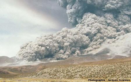Fin de la progression des nuées ardentes: Lascar (Chili),19 avril 1993, explosion de 13h15 (7/11)