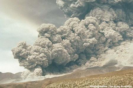 Fin de la progression des nuées ardentes: Lascar (Chili),19 avril 1993, explosion de 13h15 (8/11)