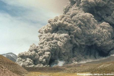 Fin de la progression des nuées ardentes: Lascar (Chili),19 avril 1993, explosion de 13h15 (9/11)