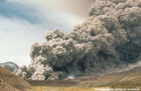 Fin de la progression des nuées ardentes: Lascar (Chili),19 avril 1993, explosion de 13h15 (10/11)