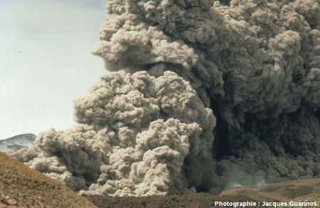 Fin de la progression des nuées ardentes: Lascar (Chili),19 avril 1993, explosion de 13h15 (11/11)