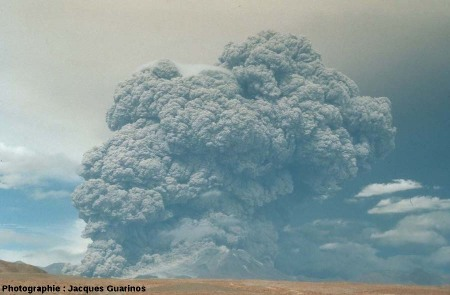 Évolution du panache plinien de l'explosion de 14h25: Lascar (Chili),19 avril 1993 (1/3)