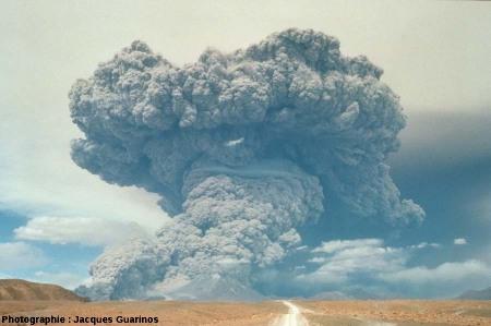Évolution du panache plinien de l'explosion de 14h25: Lascar (Chili),19 avril 1993 (2/3)