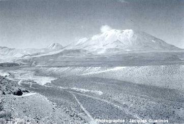 La quebrada au NO du Lascar (Chili) depuis laquelle les éruptions du 19 avril 1993 ont été photographiées, un mois plus tard