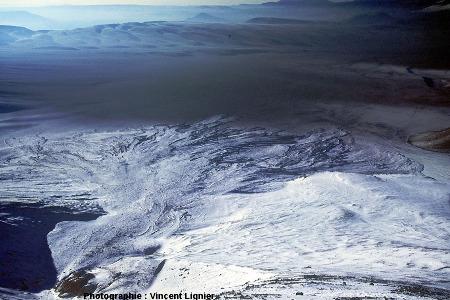 Éventail de débris vu du sommet du Lascar (Chili), mars 2002