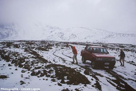 Image prise du sol d'un lobe du bord de cet éventail de débris, Lascar (Chili), mars 2002