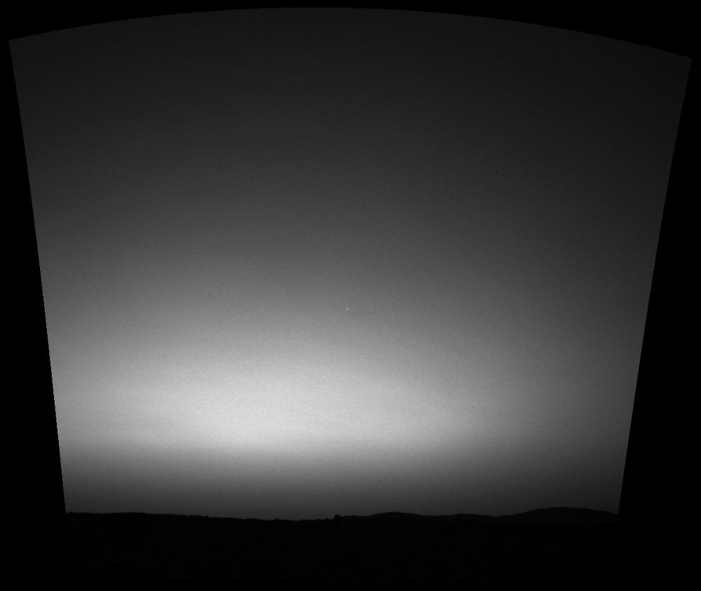 La Terre photographiée au crépuscule par Spirit au-dessus de l'horizon Ouest du cratère Gusev au sol 63 (11 mars 2004)