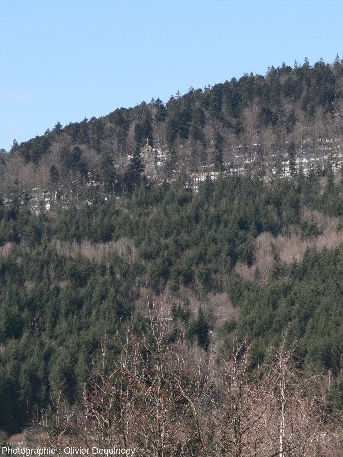 Vue sur le Rocher du Corbeau depuis la ferme des Buissonnets (Bourbach le Haut)