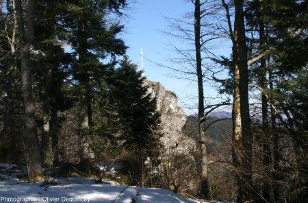Le Rocher du Corbeau vu depuis le chemin du Krabenfels