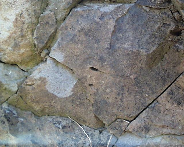 Bulle d'air déformée par l'écoulement de la lave