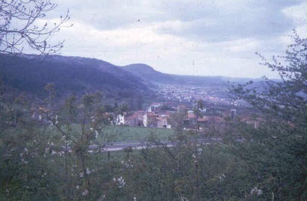 Panorama sur l'escarpement de faille de LImagne