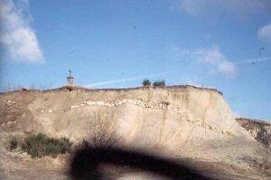 Affleurement de granite altéré à filons