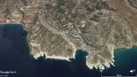 Vue aérienne inclinée et regardant vers l'Est de l'anse de Matala, Crète