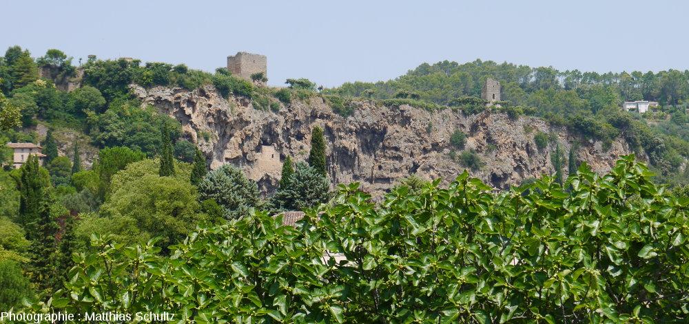 """Le """"rocher"""" de Cotignac (Haut-Var)"""