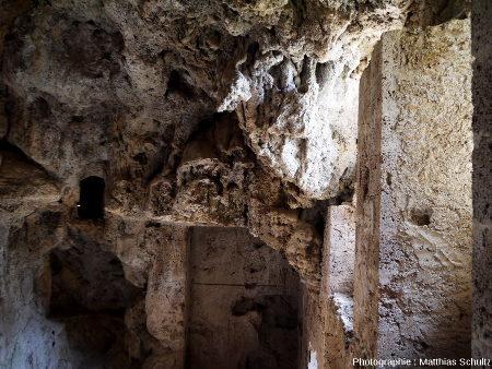 Détail des concrétions à l'intérieur du château-grotte de Villecroze (Haut-Var)