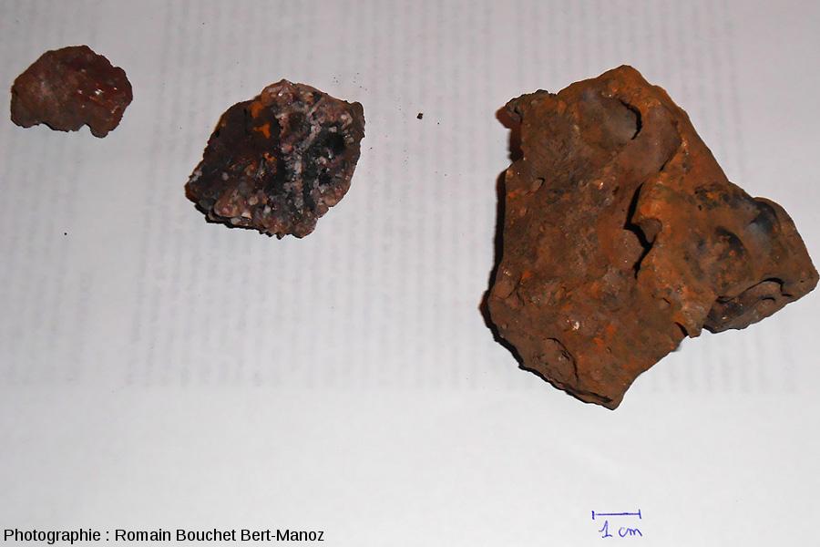 Minerais et traces d'exploitation du fer retrouvé sur le «sentier du fer»