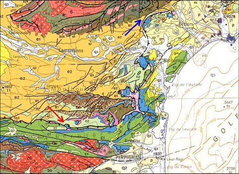Extrait de la carte géologique au 1/1.000.000 situant Bugarach (Aude) au pied du Chevauchement Frontal Nord Pyrénéen (flèche rouge)