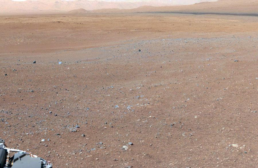 Vue prise depuis le site d'atterrissage de Curiosity, en direction de l'Est, vers le site Glenelg
