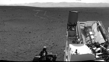Vue prise le sol 21 (27 août) vers l'arrière de Curiosity, en direction de l'Ouest