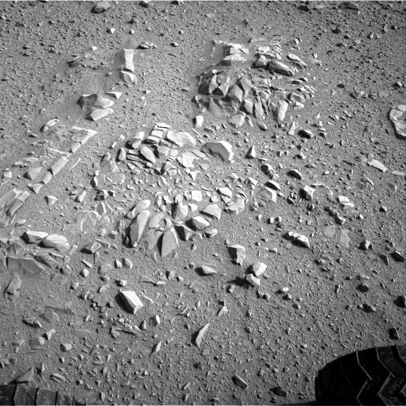 Fragments très anguleux sans doute photographiés à la surface d'un-mini plateau