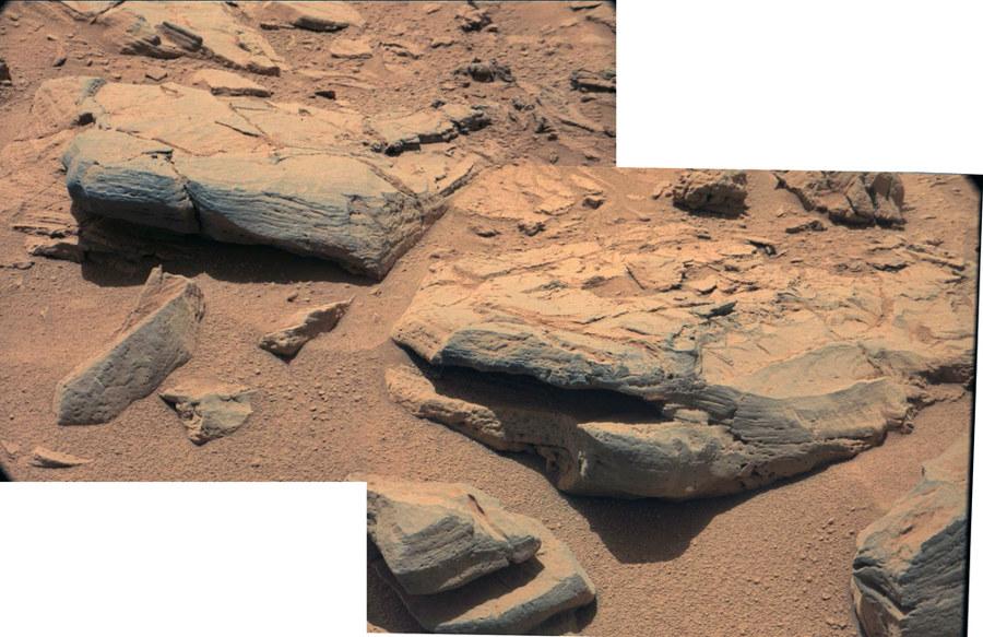 Gros plans sur les roches encadrées en blancs sur la figure ci-dessus