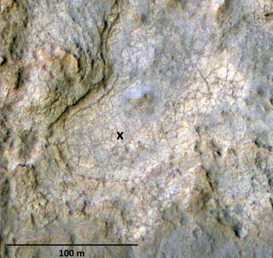 Les environs immédiats de la destination choisie par les géologues du JPL (croix noire) dans le secteur de Glenelg