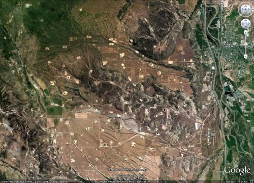 Vue Google Earth (2005) montrant un secteur du Colorado (USA) où sont exploités des gaz de schiste