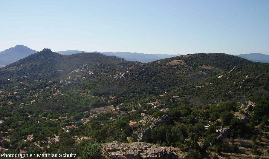 L'Ouest des Maures vu depuis la colline du château d'Hyères