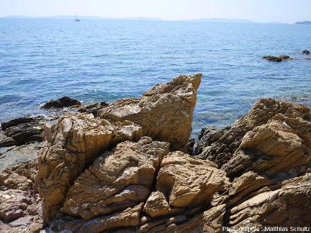 Détail des gneiss de la plage Saint Clair