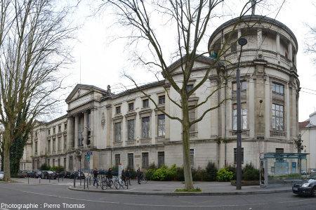 L'ancien Musée Guimet d'histoire naturelle de Lyon, caractéristique de l'architecture fin 19ème / début 20ème, fermé depuis 2007 et photographié en mars 2015