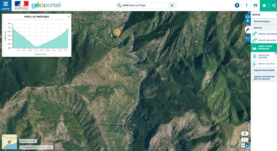 """Réalisation d'un profil altimétrique au niveau d'une vallée fluviatile, dite """"en V"""", non loin de Breil-sur-Roya (Alpes-Maritimes)"""