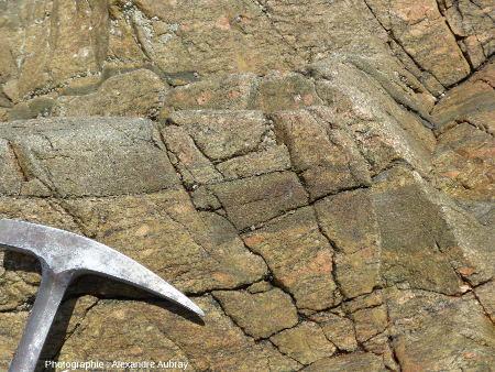 Failles recoupant les gneiss amphiboliques et les orthogneiss de Port-Béni