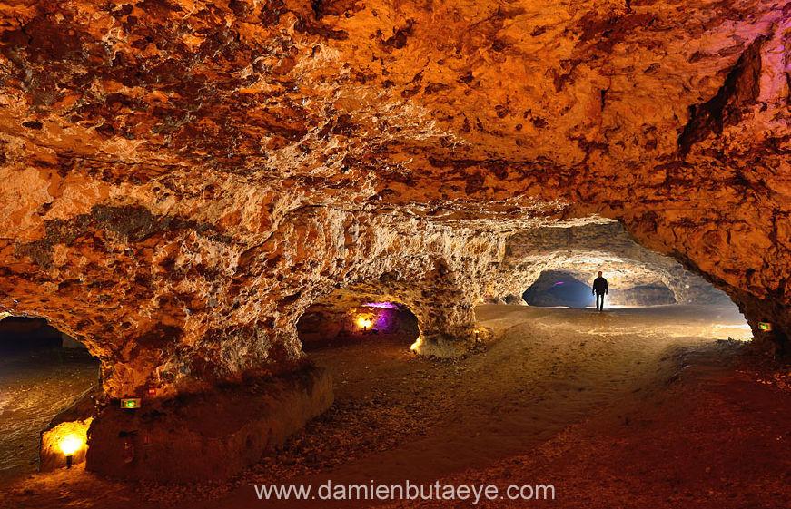 Les parois de la grotte du Foulon, sans concrétion ni figure de dissolution visibles