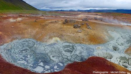 Les solfatares (mud pots) de Theistareykir, Islande